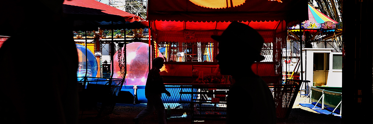 Gali Tibbon photographs child inside an inflatable ball at a Serbian funfair using the Canon EOS M5